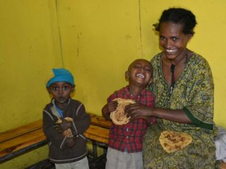 happy-children-smiling-mother-berta-breakfast-program.jpg